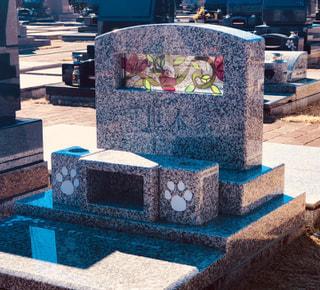 墓石にステンドグラスを入れさせて頂きました。ご用命承ります。お気軽にご相談ください。