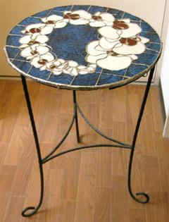 喜多尾祥代さんのステンドグラスのカフェテーブル