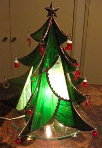 平松千賀子さんのステンドグラスのクリスマスツリー