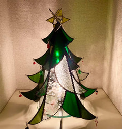 中口よし江さん作 ステンドグラスでクリスマスツリー