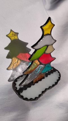 遠藤ともみさん作 ステンドグラでクリスマスツリー
