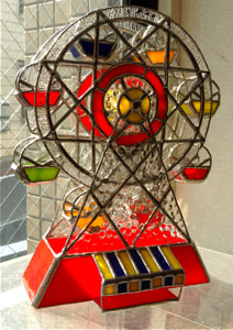 茅島奈々美さんのステンドグラス作品