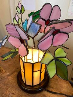 田代佳代子さんのステンドグラス生け花ライト