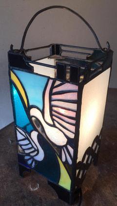 梟と鳩 ステンドグラスでオリジナル行燈。