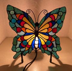 安藤直子さん 作 ステンドグラスで蝶々