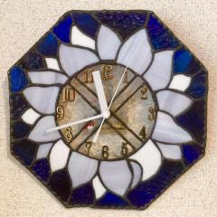 西出典子さんのステンドグラスで壁掛け時計
