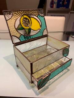 木下美幸さん作 ステンドグラスの引き出し付きジュエリーBOX