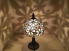 鈴木絵美子さんのステンドグラスのランプシェード