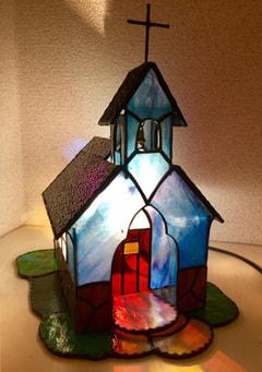 池田美穂さんのステンドグラスで教会ランプ