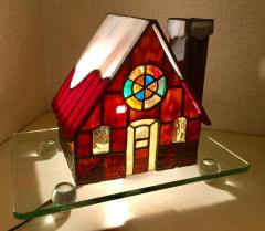 遠藤ともみさんのハウス型ステンドグラスランプ
