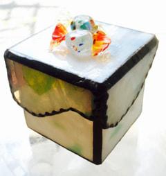 芳賀由紀さんのステンドグラスでキャンディーBOX