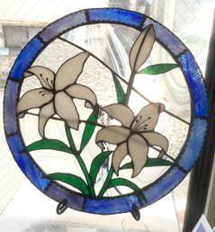 池田美穂さんのステンドグラスの円形パネル